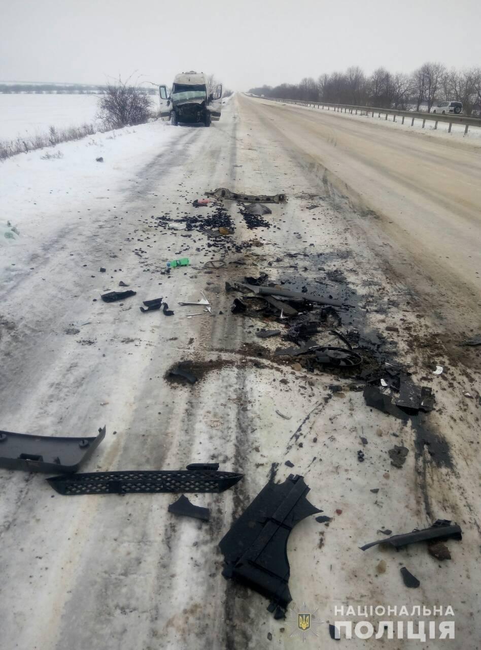 На трассе под Одессой автобус врезался в фуру, есть пострадавшие, - ФОТО, фото-1