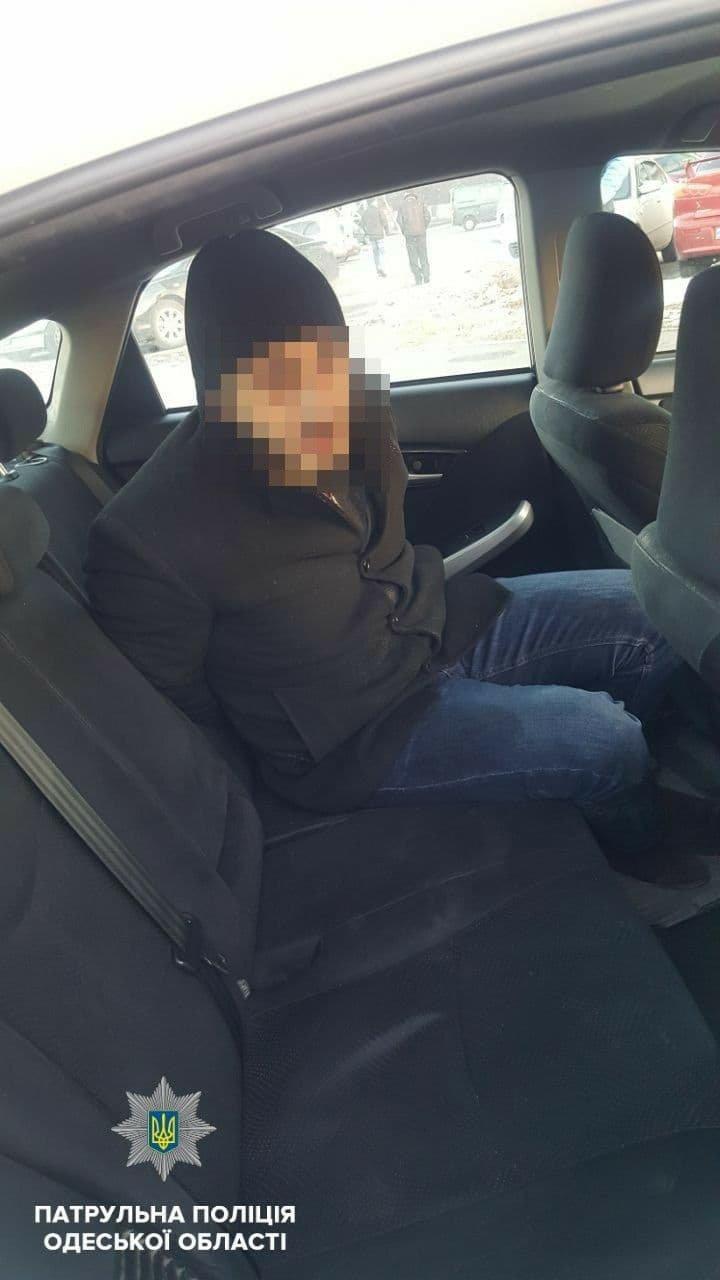 Погоня в Одессе: патрульные ловили подозреваемых в краже сумки, - ФОТО, ВИДЕО, фото-2, Фото: Патрульная полиция