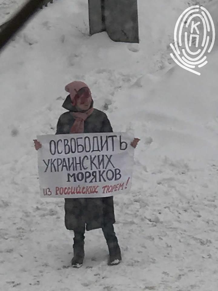 """""""Ура Украине"""": Под московским судом поддержали моряков, не дошедших из Одессы в  Мариуполь, фото-2"""