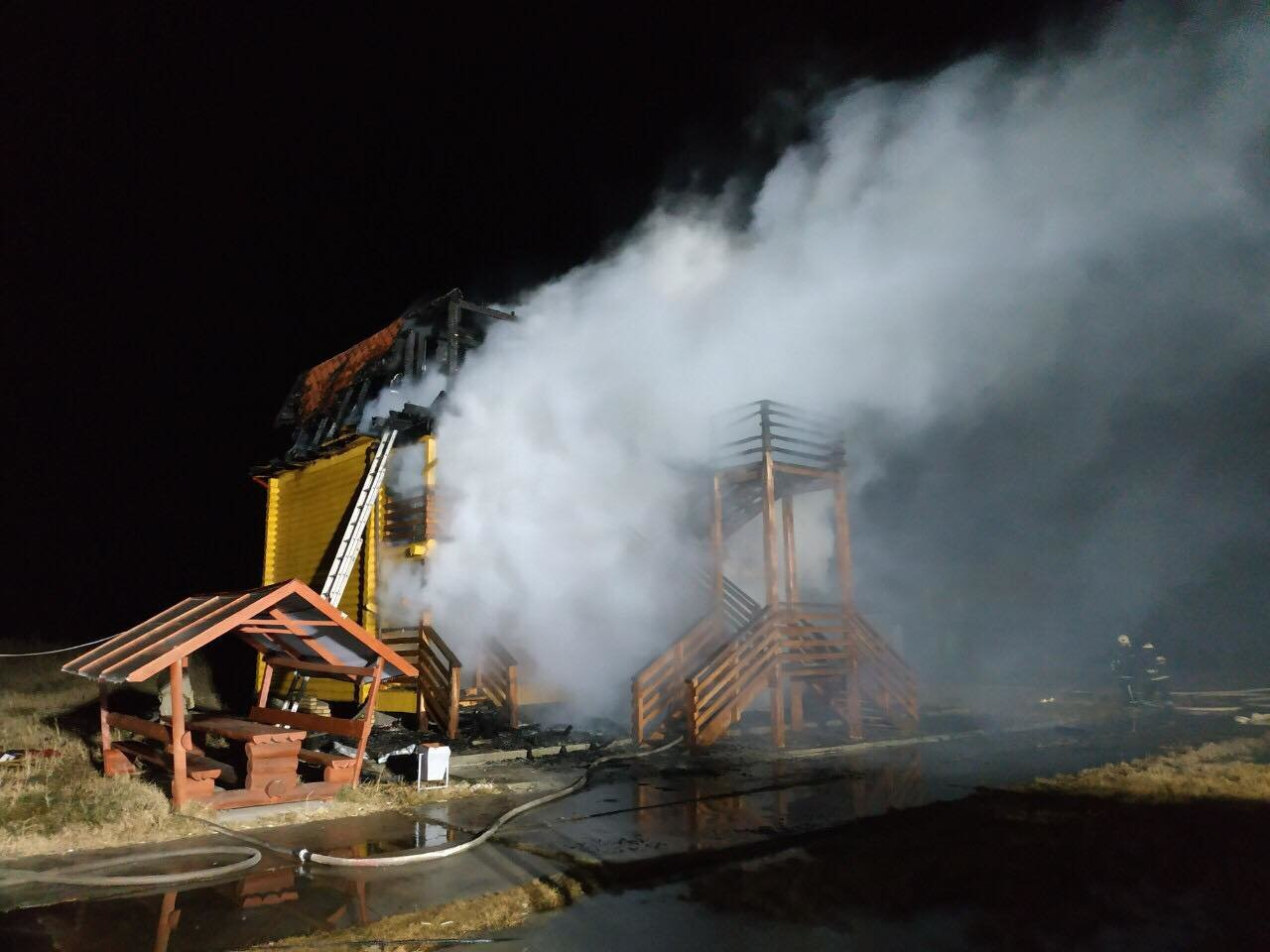 База отдыха горела ночью в Одесской области: причина уже известна, - ФОТО, фото-1