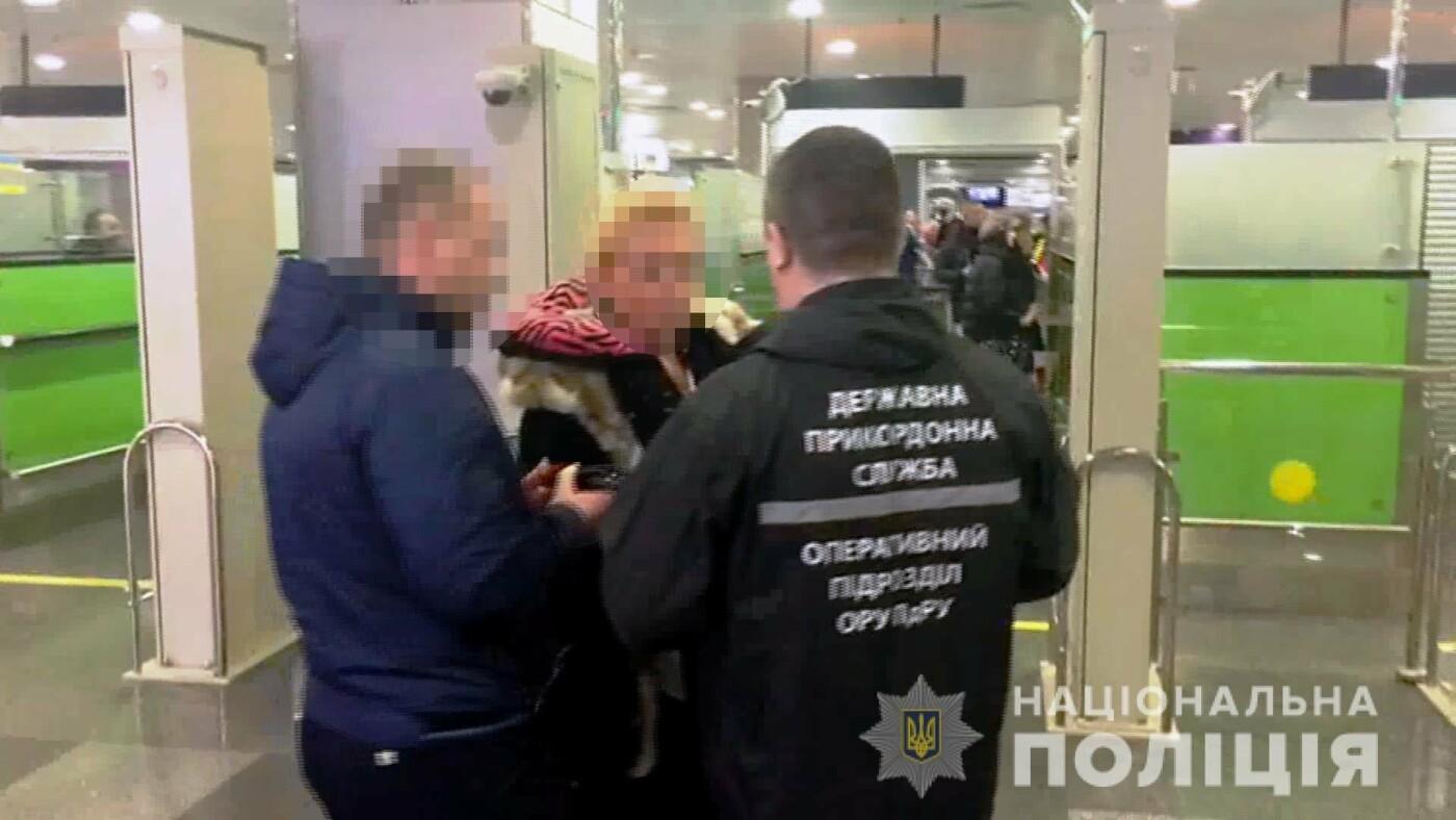 """Одесская полиция задержала вербовщицу девушек в бизнес """"с клубничкой"""", - ФОТО, ВИДЕО, фото-1"""