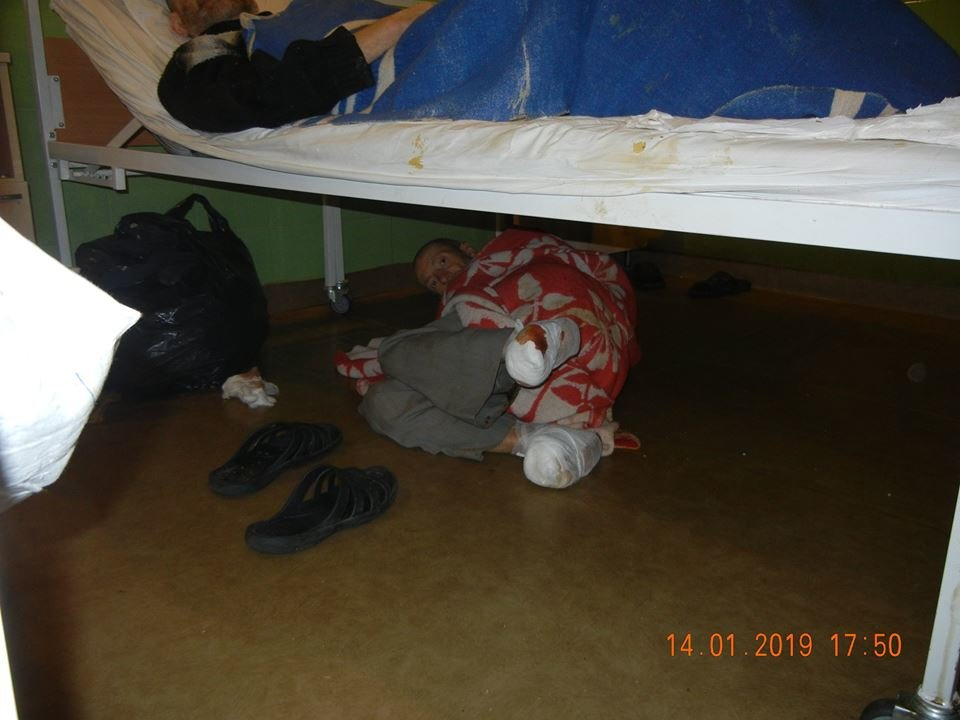 В одесской больнице бездомные лежат по двое в койке или под кроватями, - ФОТО, фото-2