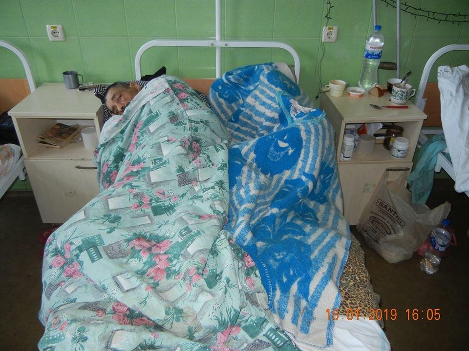 В одесской больнице бездомные лежат по двое в койке или под кроватями, - ФОТО, фото-4