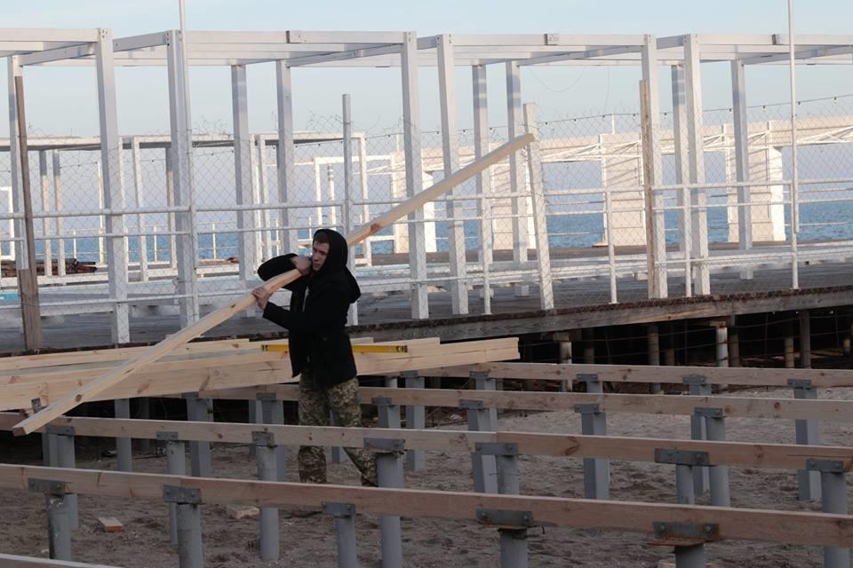 Работники ночного клуба утверждают, что лишить одесситов пляжа разрешила мэрия, - ФОТО, фото-4, Фото: Владислав Балинский