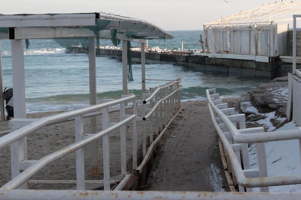 Работники ночного клуба утверждают, что лишить одесситов пляжа разрешила мэрия, - ФОТО, фото-3, Фото: Владислав Балинский