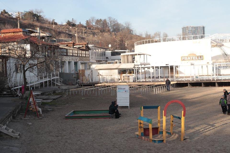 Работники ночного клуба утверждают, что лишить одесситов пляжа разрешила мэрия, - ФОТО, фото-5, Фото: Владислав Балинский
