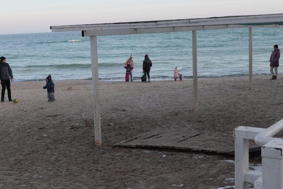 Работники ночного клуба утверждают, что лишить одесситов пляжа разрешила мэрия, - ФОТО, фото-8, Фото: Владислав Балинский
