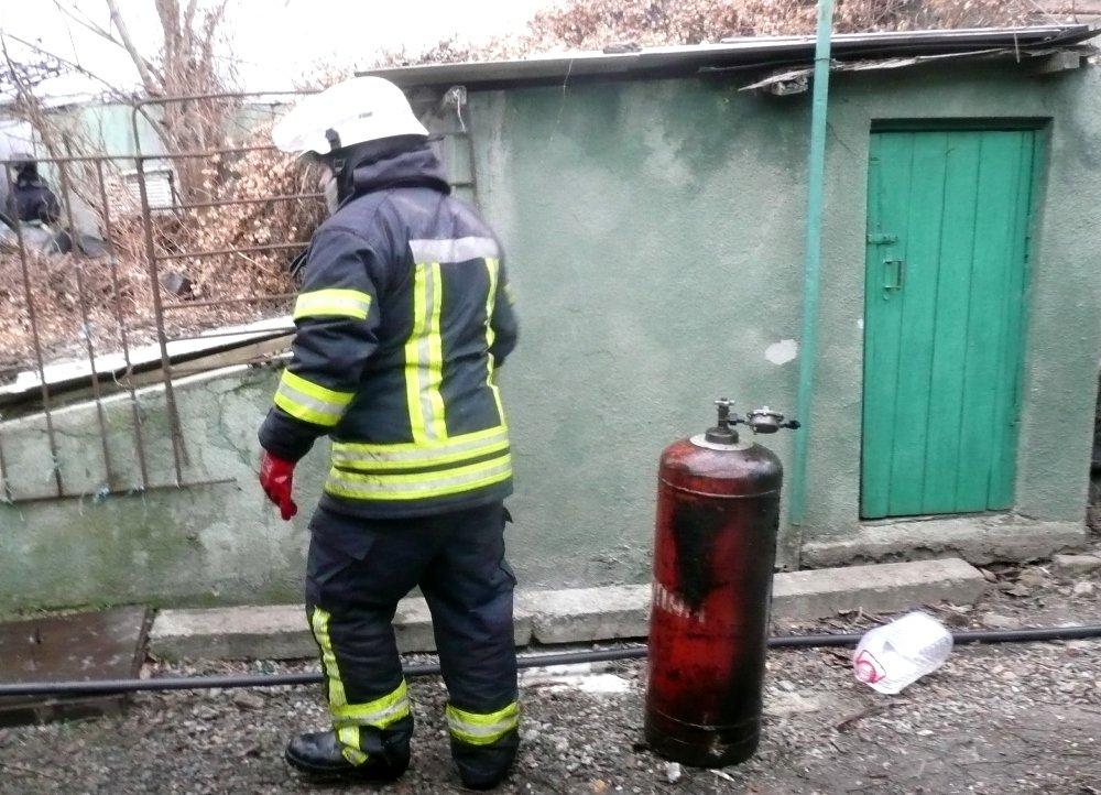 Во время пожара в гараже в Одессе сгорело 5 авто, была угроза взрыва, - ФОТО, фото-5, Фото: ГСЧС