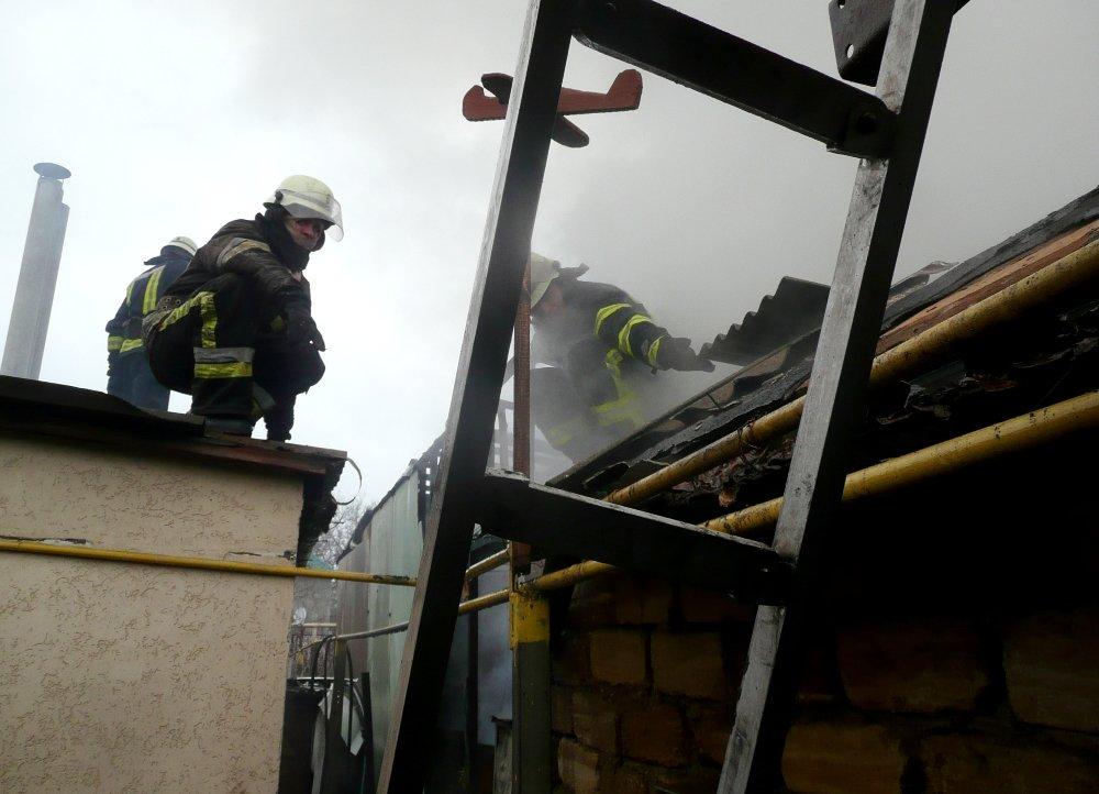 Во время пожара в гараже в Одессе сгорело 5 авто, была угроза взрыва, - ФОТО, фото-3, Фото: ГСЧС