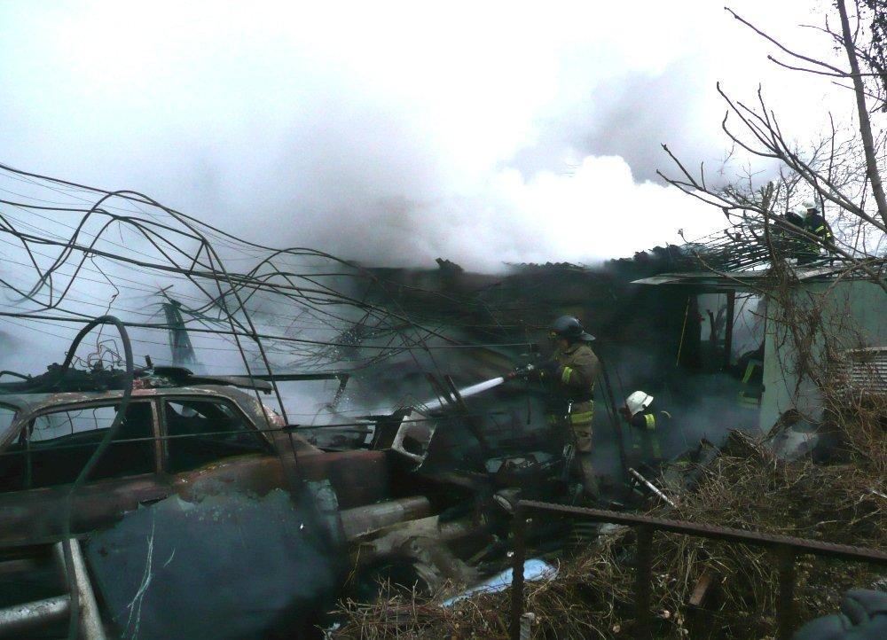 Во время пожара в гараже в Одессе сгорело 5 авто, была угроза взрыва, - ФОТО, фото-2, Фото: ГСЧС