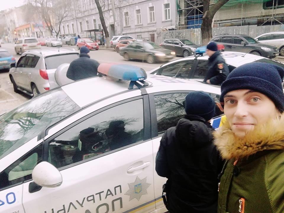 Его спина выглядела подозрительно: в Одессе задержали гражданского журналиста, - ФОТО, фото-2