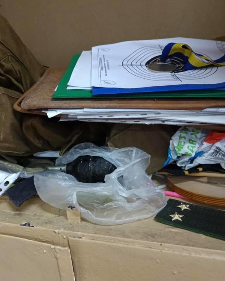 Взрывотехники проверяют гранату, принесенную учительницей в школу под Одессой, - ФОТО, фото-1, Фото: Юрий Рыбак
