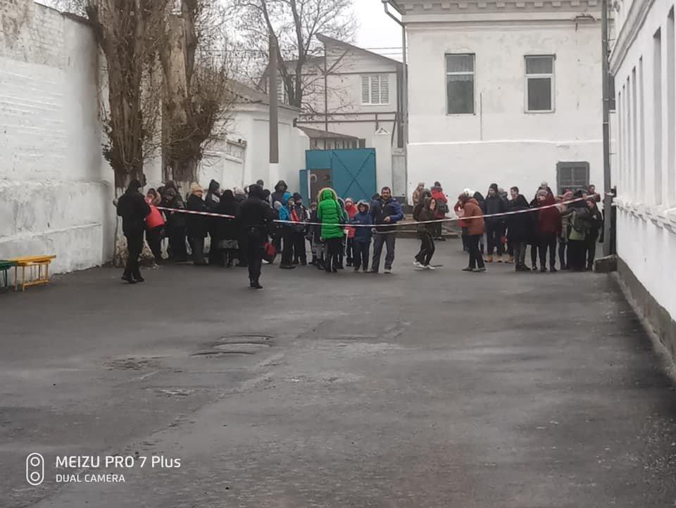 Взрывотехники проверяют гранату, принесенную учительницей в школу под Одессой, - ФОТО, фото-2, Фото: Юрий Рыбак