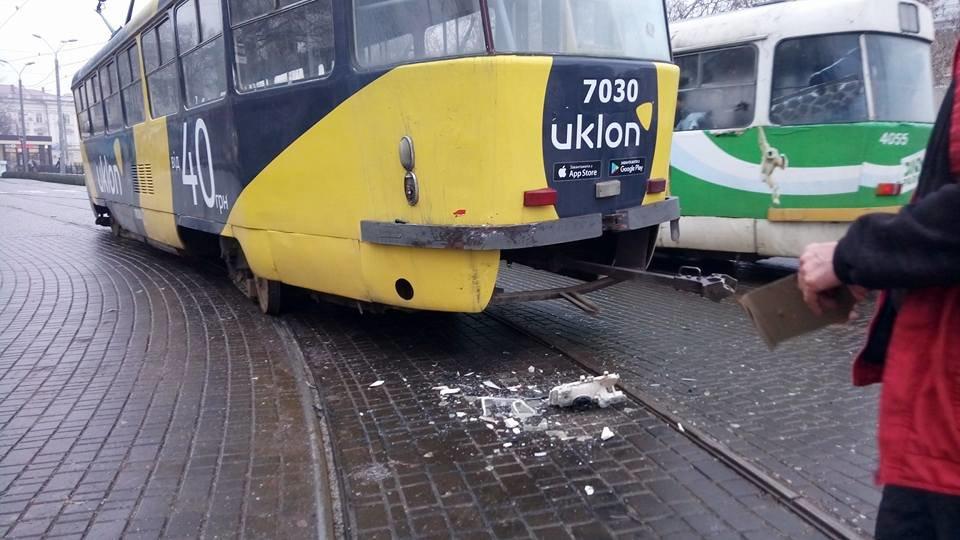 На выходных в Одессе грузовик въехал в трамвай, - ФОТО, ВИДЕО, фото-1, Фото: Иван Бошку