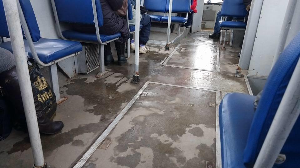 В одесском троллейбусе через дырку в полу можно рассмотреть колесо, - ФОТО, ВИДЕО, фото-3, Фото: Иван Бошку