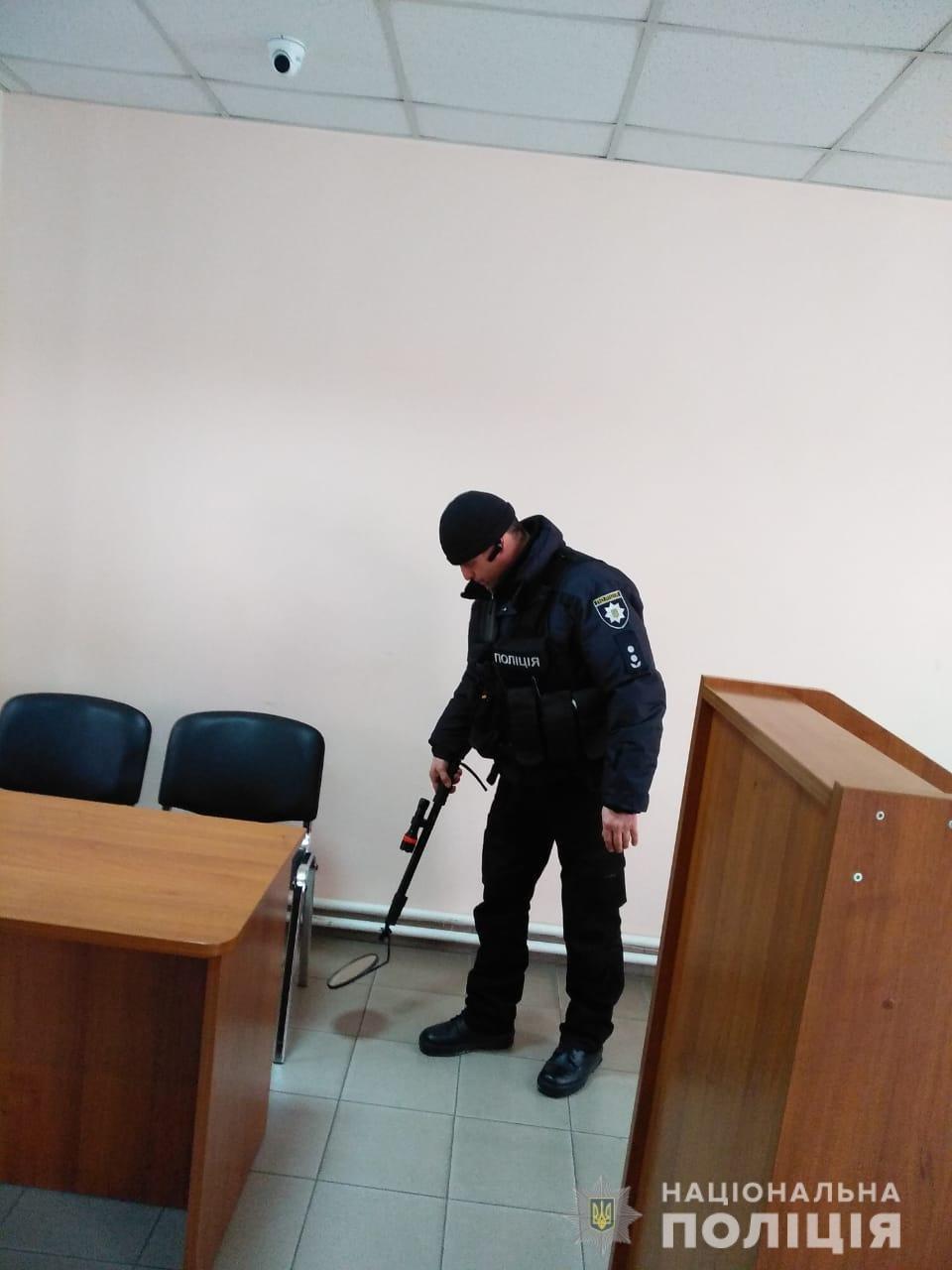 В Одессе из суда эвакуировали 160 человек, - ФОТО, фото-3