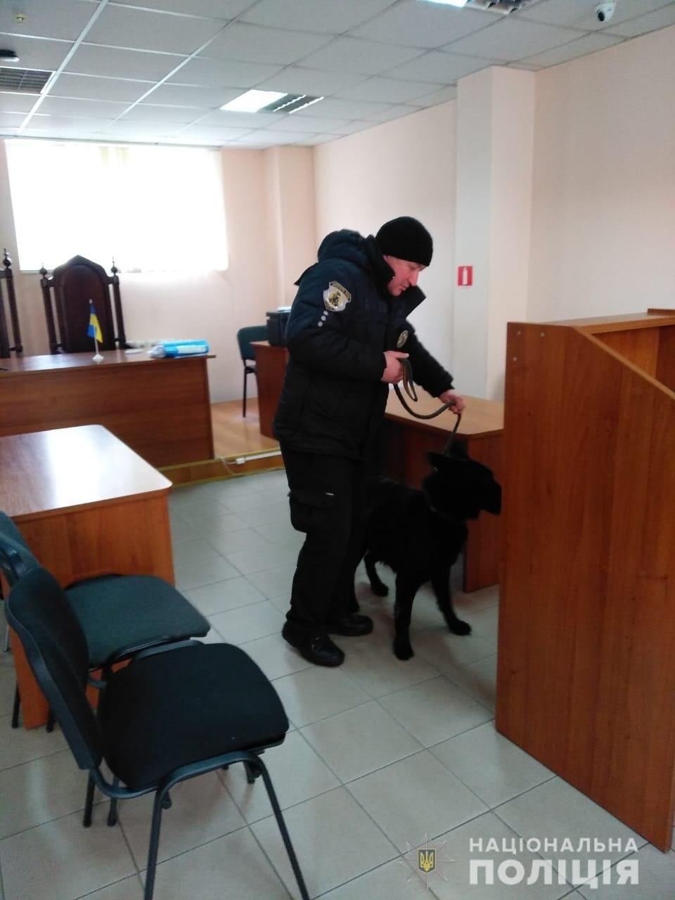 В Одессе из суда эвакуировали 160 человек, - ФОТО, фото-2