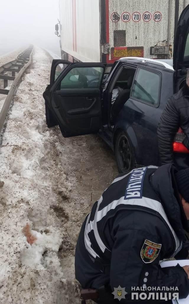 """На трассе Одесса - Киев легковушка """"догнала"""" грузовик, пострадало 3 человека - ФОТО , фото-1"""