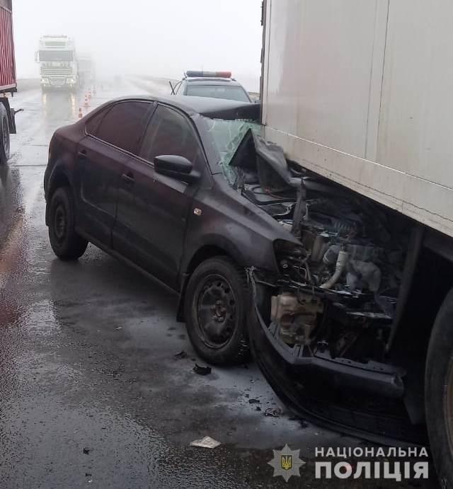 """На трассе Одесса - Киев легковушка """"догнала"""" грузовик, пострадало 3 человека - ФОТО , фото-2"""