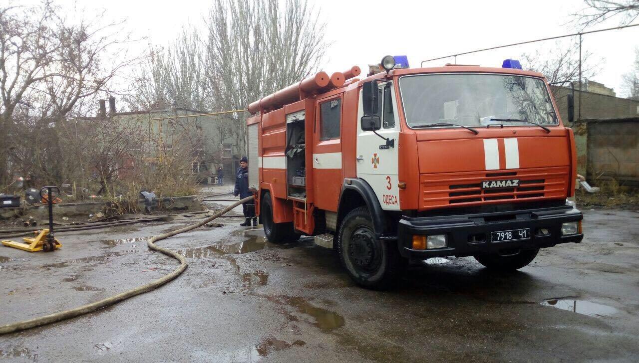 В Одессе горел завод полимерных изделий, - ФОТО, фото-1, Фото: ГСЧС