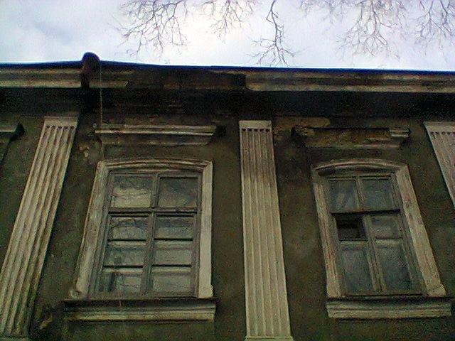 В Одессе лужи засыпают обрушившимися карнизами исторических зданий, - ФОТО, фото-1, Фото: Олег Коваленко