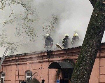 В Одессе горит больница: эвакуировано 60 человек, - ФОТО, фото-3, Фото: ГСЧС