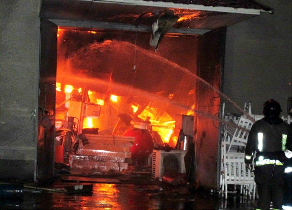 Ночью в Одессе прогремели взрывы: ЧС ликвидировали более 50 спасателей, - ФОТО, ВИДЕО, фото-1, Фото: ГСЧС
