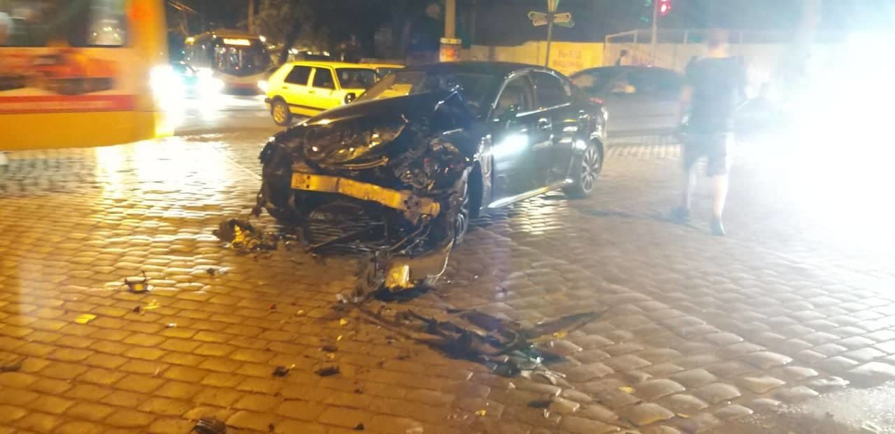 Лексус столкнулся с маршруткой в центре Одессы, - есть пострадавшие, - ФОТО