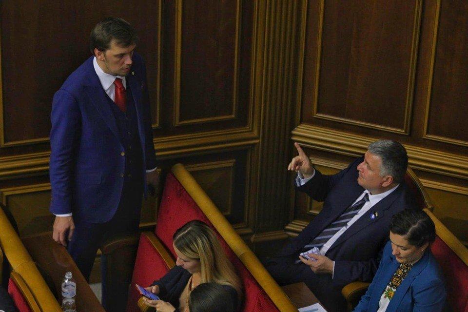 Арсен Аваков и Алексей Гончарук в ложе кабмина