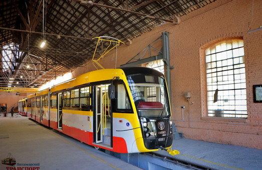 В Одессе презентовали первый многосекционный трамвай, фото-3