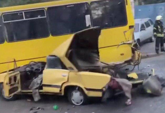 """Жигули"" на две части: в Одессе произошло жуткое ДТП, - ФОТО, фото-1"