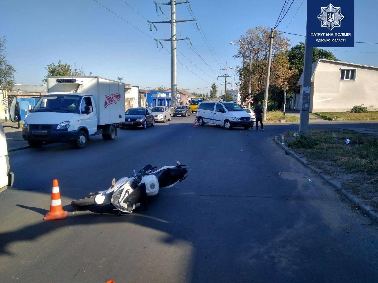 Утром в Одессе произошло ДТП с участием мотоцикла, есть пострадавший, - ФОТО, фото-1