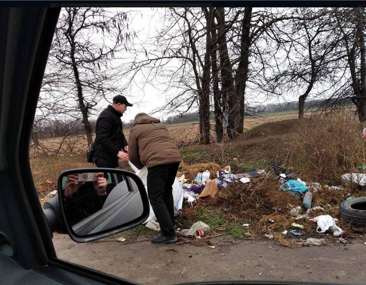 """Поселок Авангард: владельцы """"Рено"""" убирают за собой мусор"""
