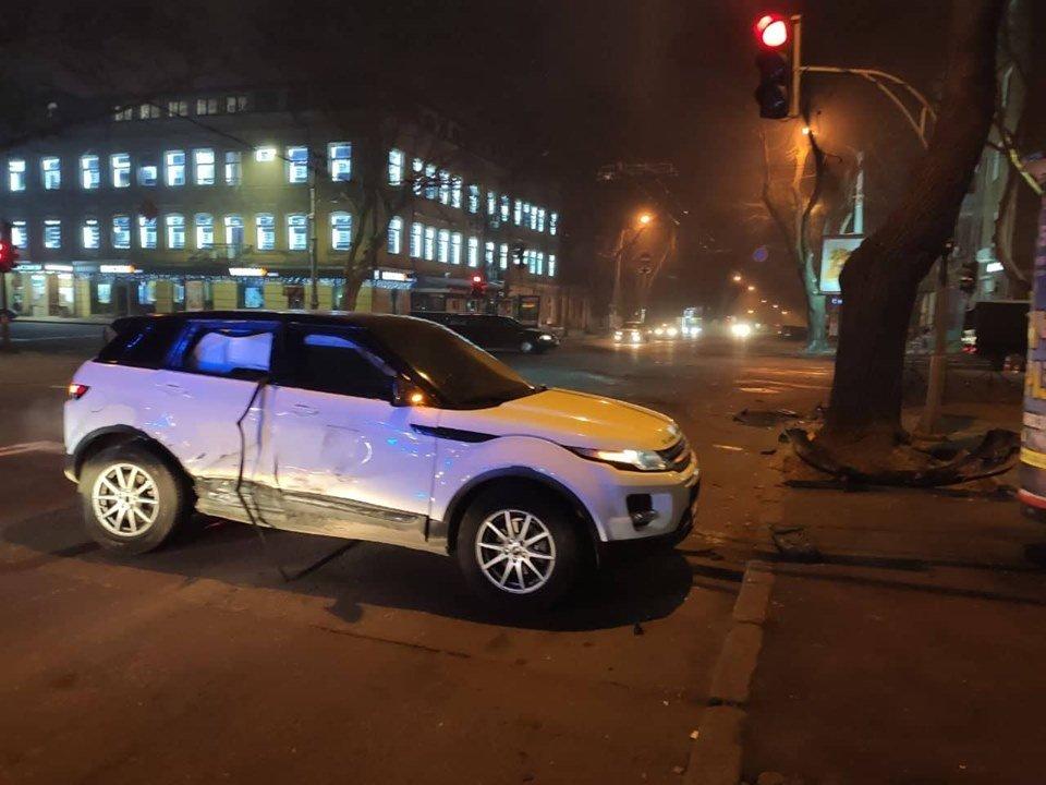 В центре Одессы произошло ДТП: разбилось два авто, - ФОТО