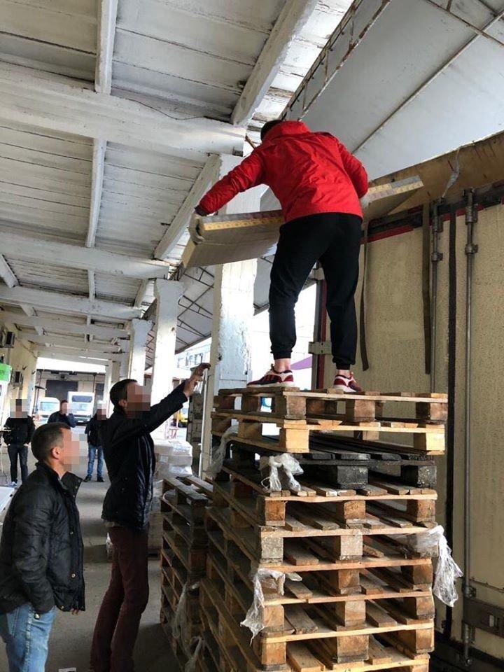 СБУ остановила возле Одессы партию контрафактных сигарет на полтора миллиона гривен, фото-1