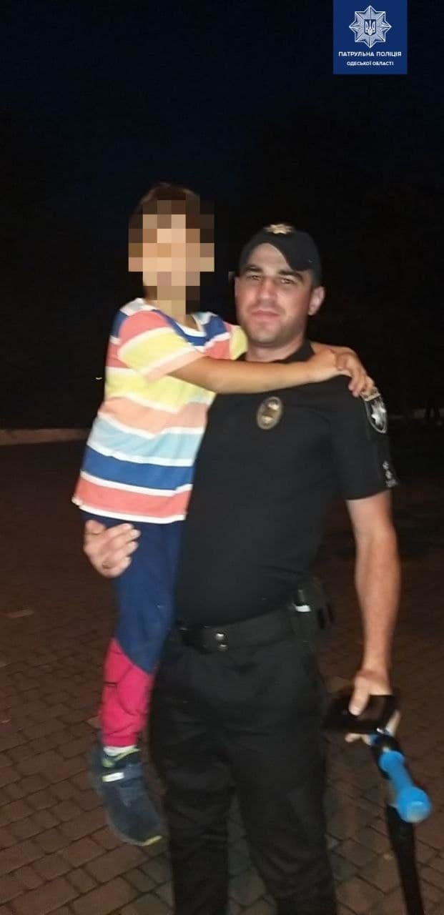 В Одессе полицейские отыскали потерявшегося в толпе ребенка, - ФОТО1