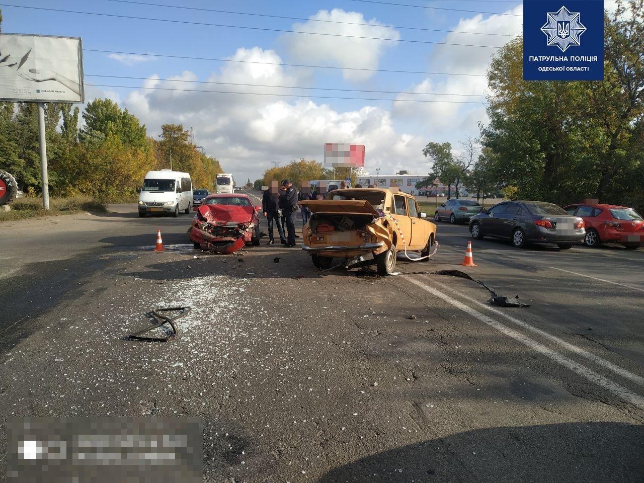 Под Одессой столкнулись Mazda и Жигули, есть пострадавшие, - ФОТО1