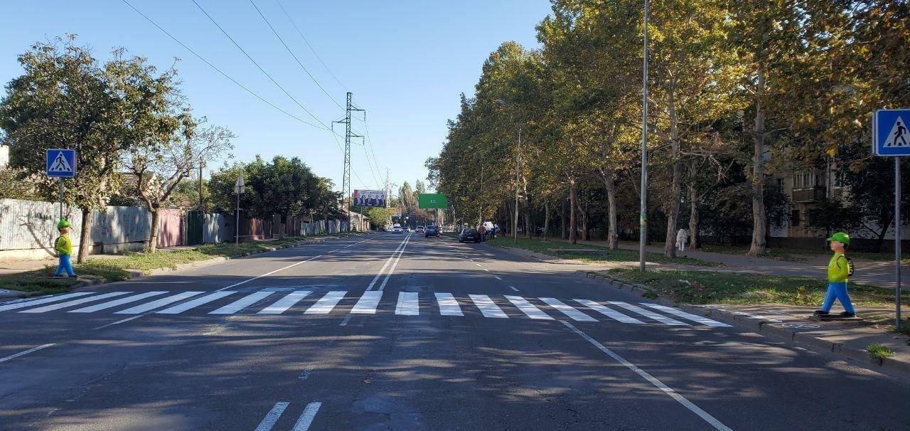 В Одессе перед пешеходными переходами появились манекены школьников, - ФОТО, фото-2