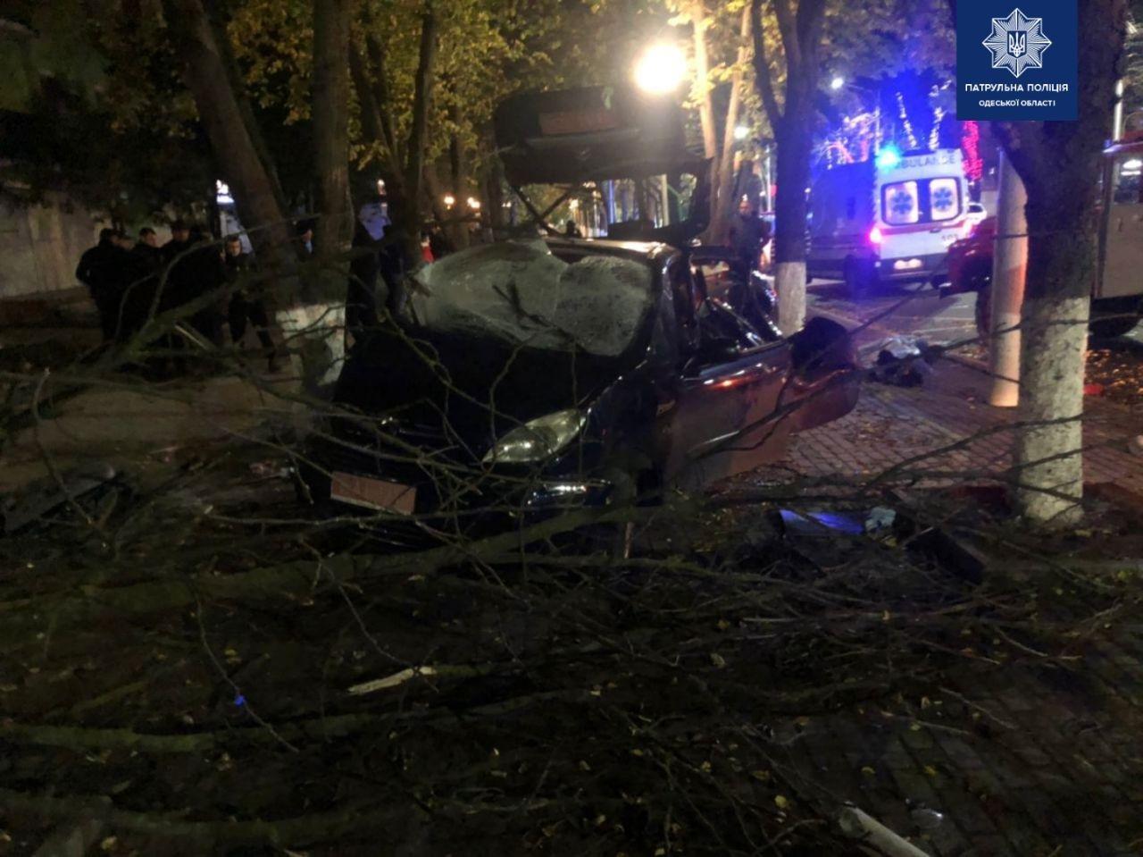 В Одесской области пьяный водитель врезался в дерево, есть..., фото-33