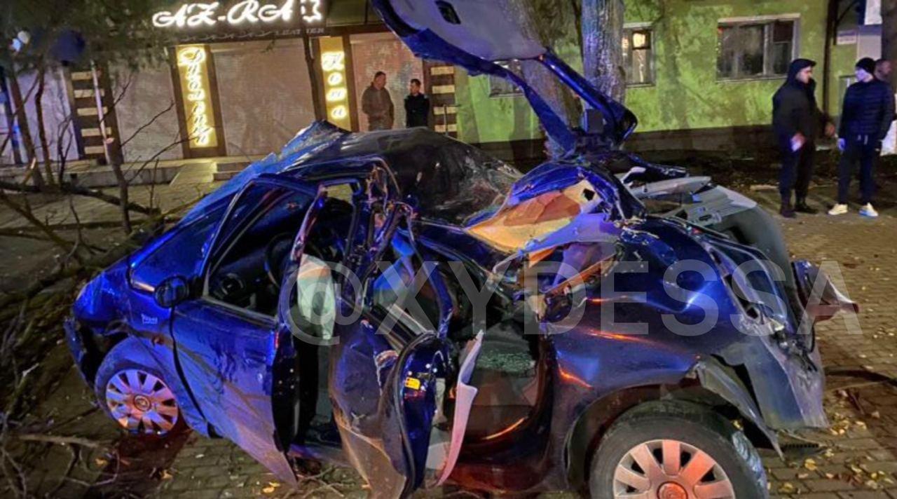 В Одесской области пьяный водитель врезался в дерево, есть..., фото-11
