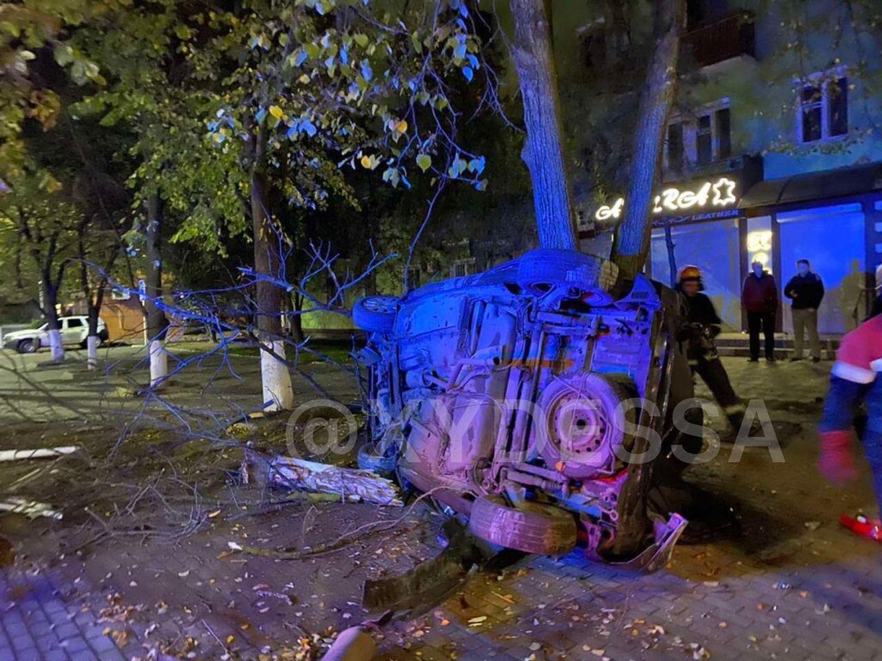 В Одесской области пьяный водитель врезался в дерево, есть..., фото-22