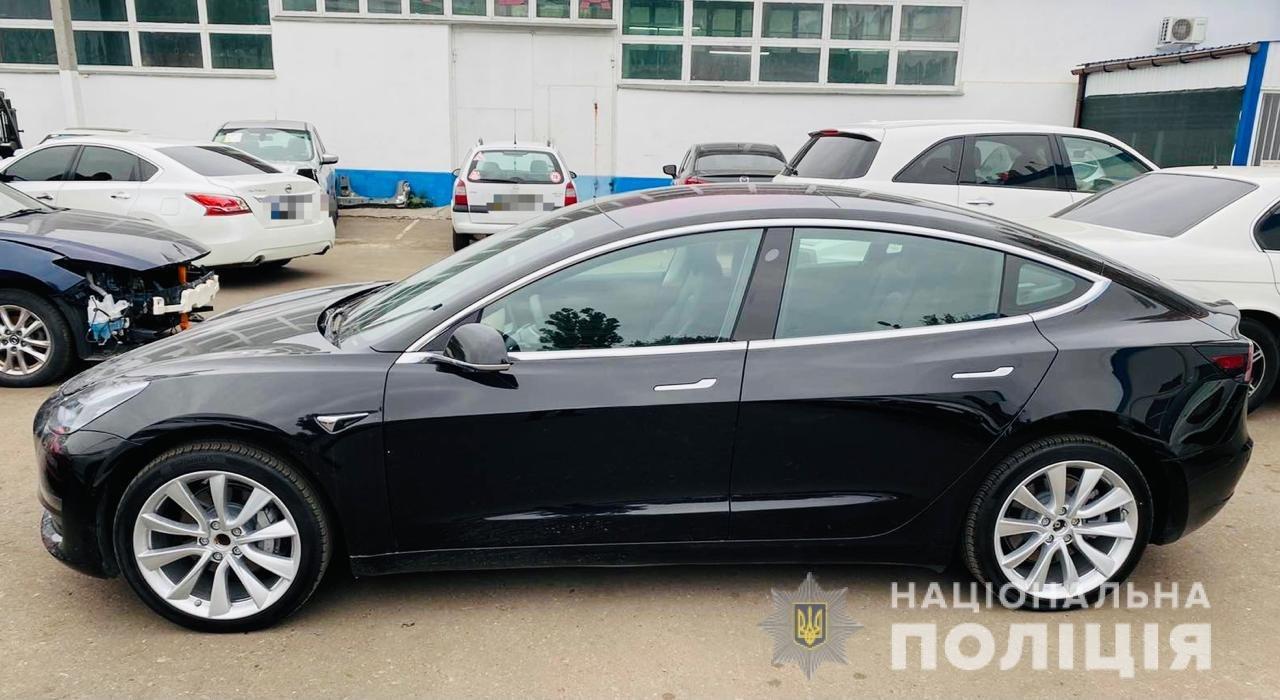 В Одессе автомойщик угнал Tesla и устроил ей тест-драйв, - ФОТО, фото-1
