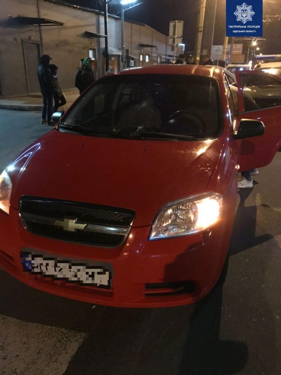 В Одессе водитель въехал в толпу протестующих и скрылся с м..., фото-11