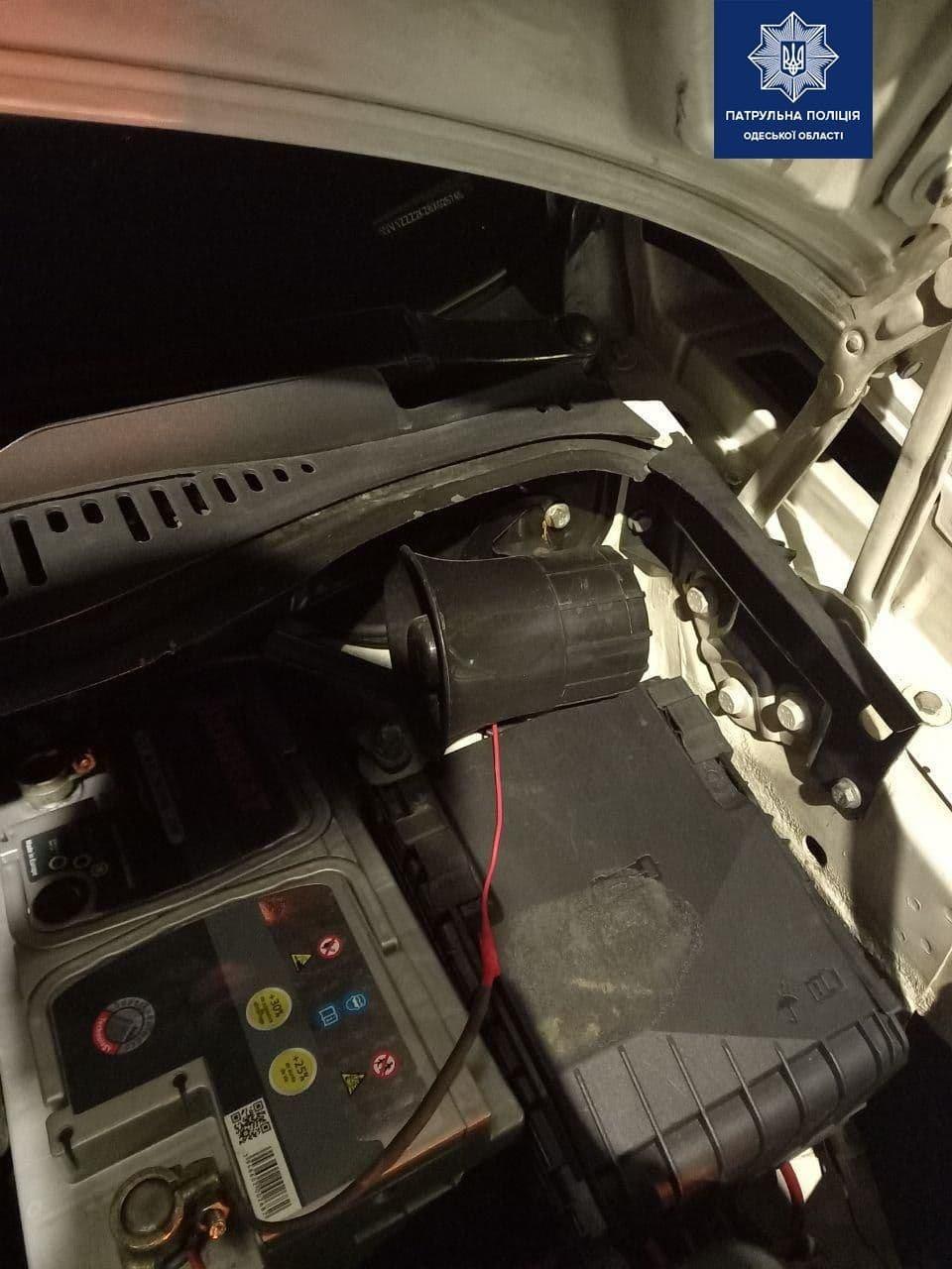 В Одессе мужчина включил сирену на автомобиле и нарушал ПДД, - ФОТО, фото-3