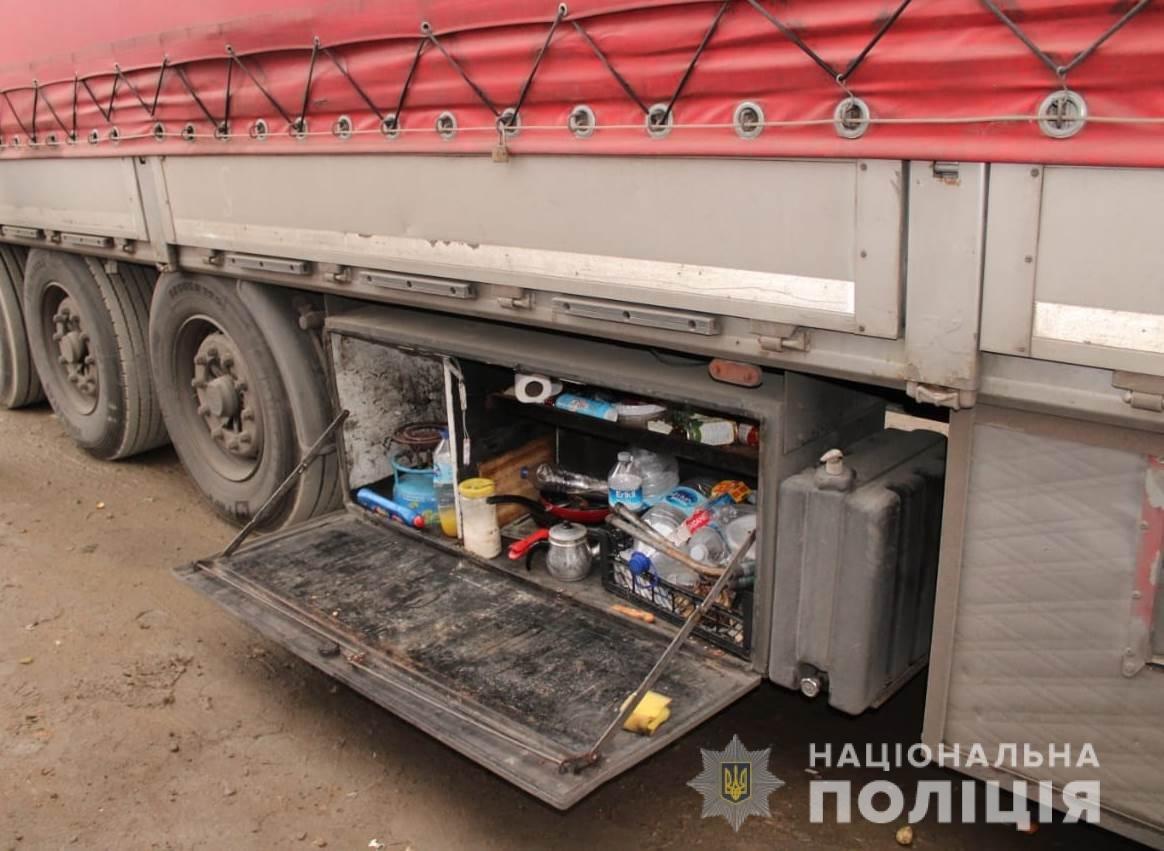 Конфликт между дальнобойщиками в Одесской области перерос в поножовщину, фото-1