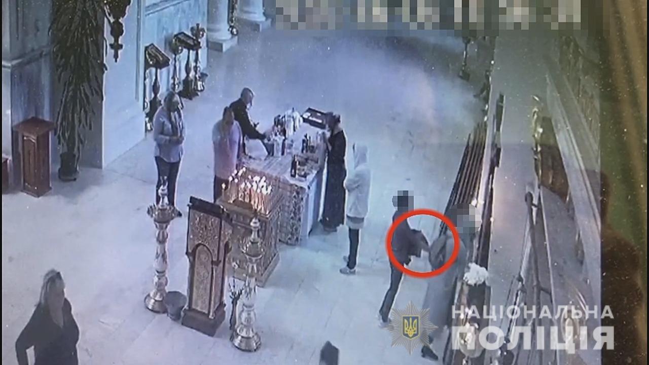 В Одессе задержали девушку, которая воровала у людей в церкви, больницах и магазинах, - ФОТО, фото-1