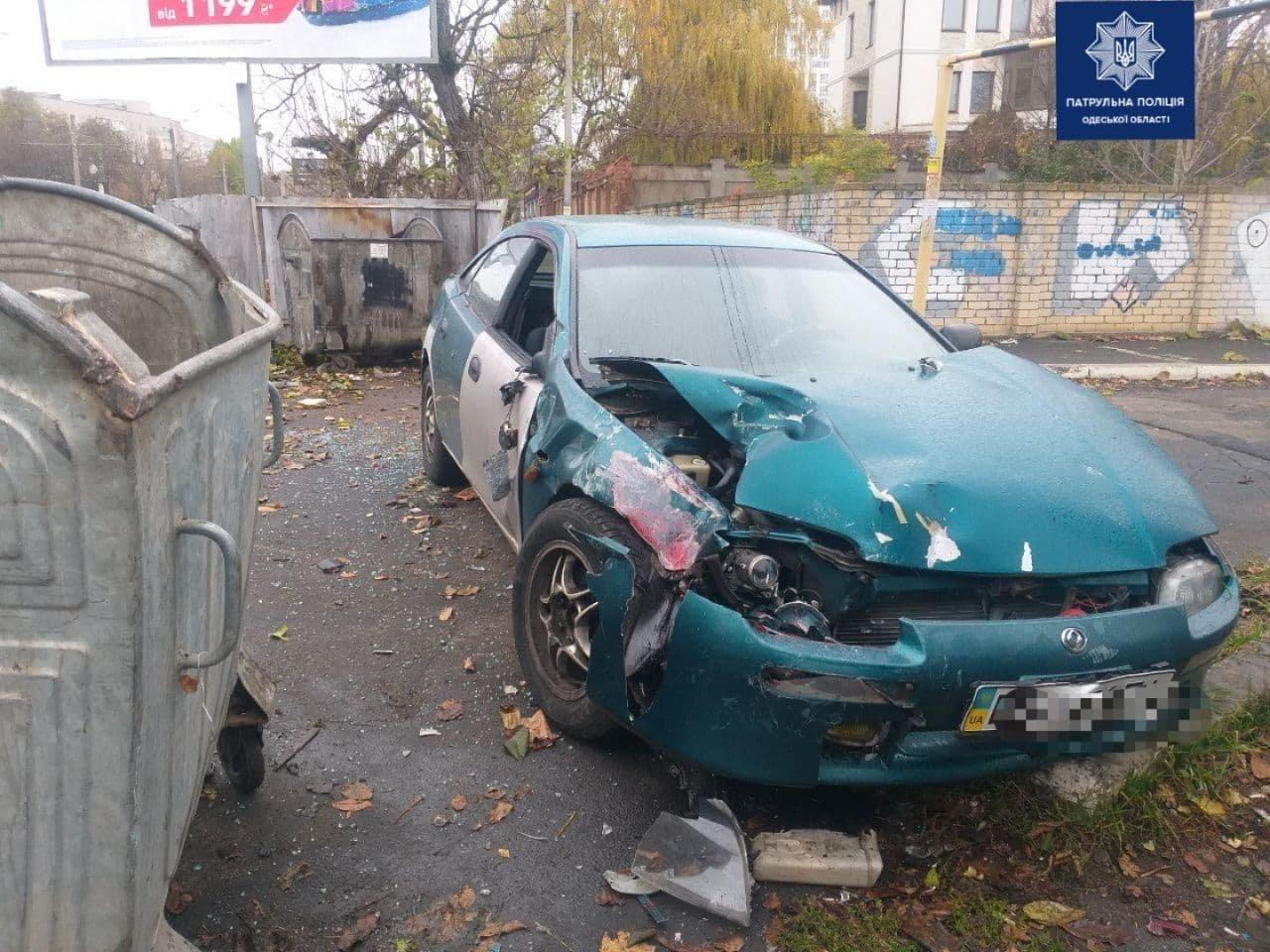 Выехал на встречку: в Одессе столкнулись два автомобиля, один из которых перевернулся, - ФОТО, фото-3