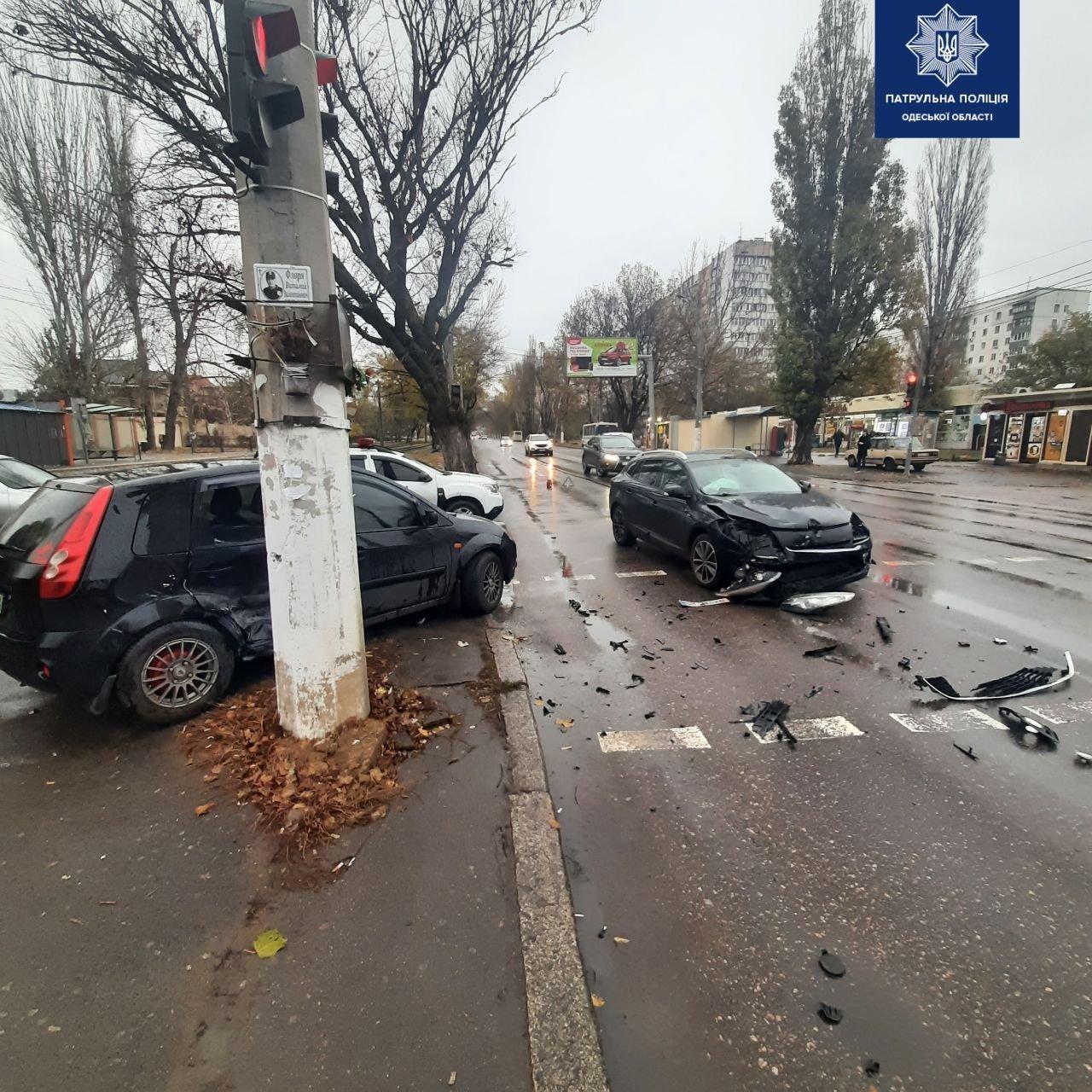 ДТП в Одессе: от удара машину выкинуло на тротуар, - ФОТО, фото-1