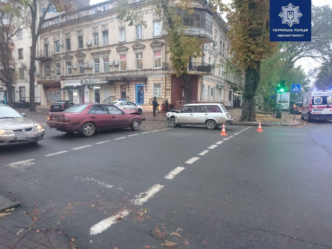 """В центре Одессы столкнулись ВАЗ и """"Toyota"""", - ФОТО, фото-2"""