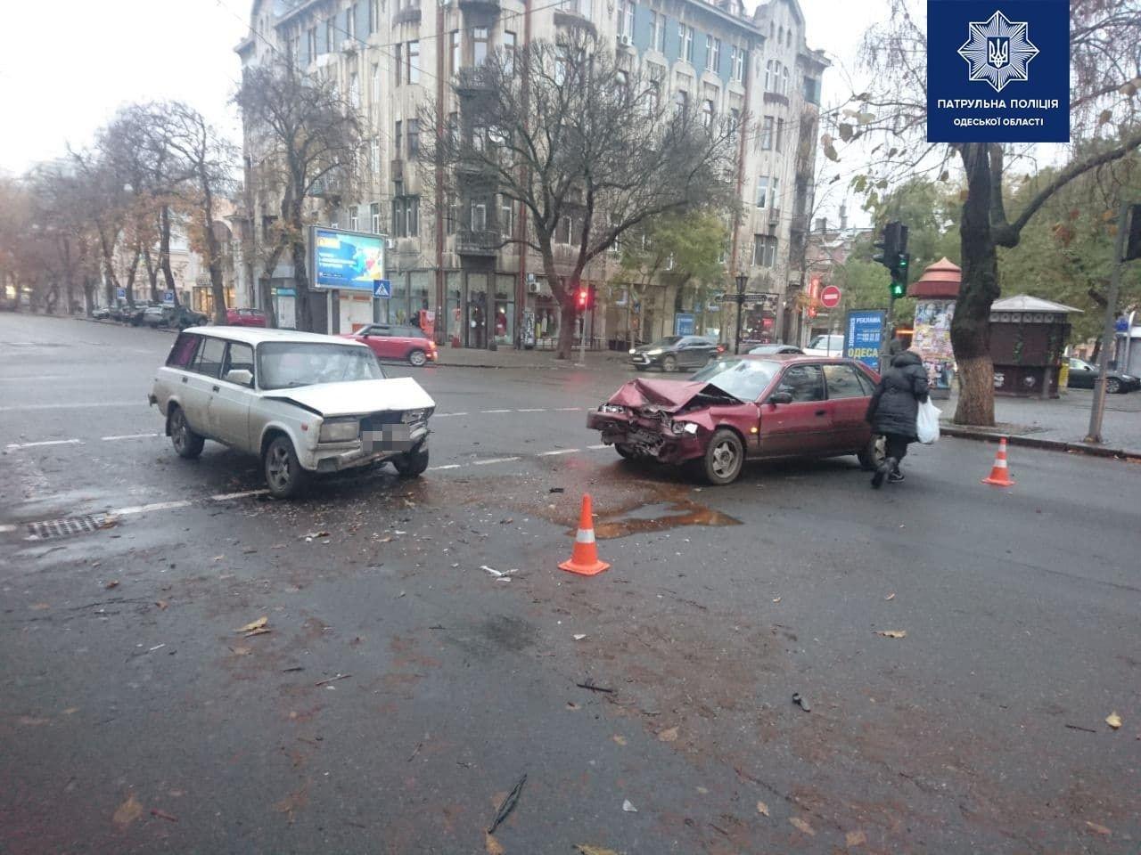 """В центре Одессы столкнулись ВАЗ и """"Toyota"""", - ФОТО, фото-1"""